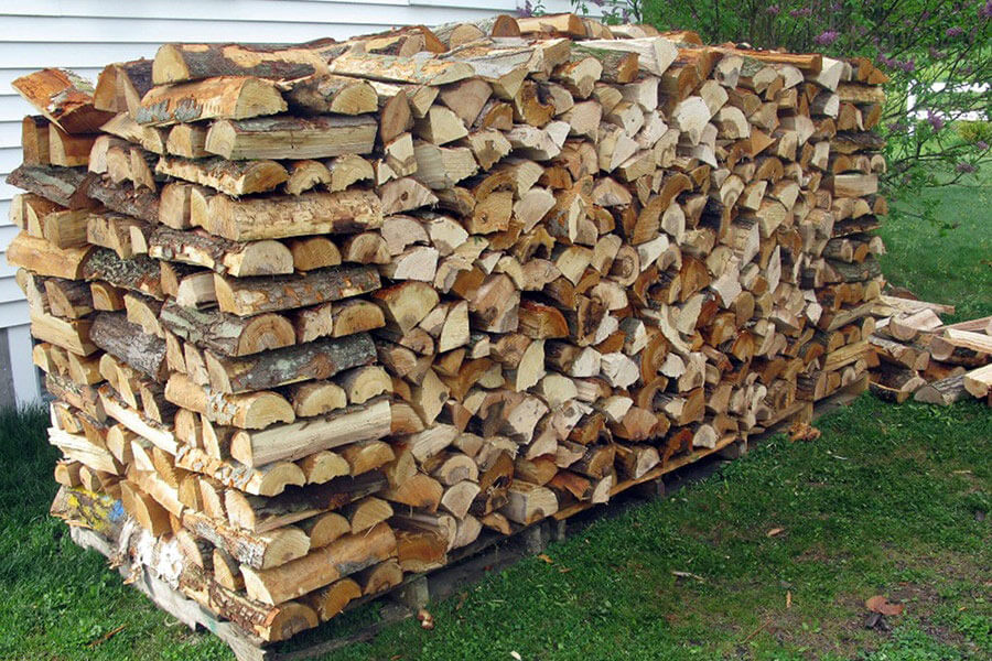 Уложенные дрова